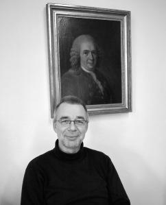 Två män som ordnar och strukturerar. Börje Lewin ansvarar för den tekniska arkitekturen. Farbror Linné var också systemutvecklare fast på ett annat plan.